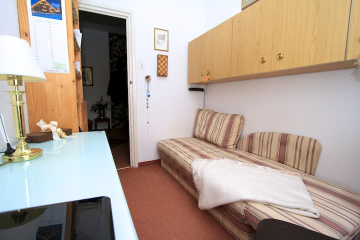* Munich- Schwabing- super pretty mini room *