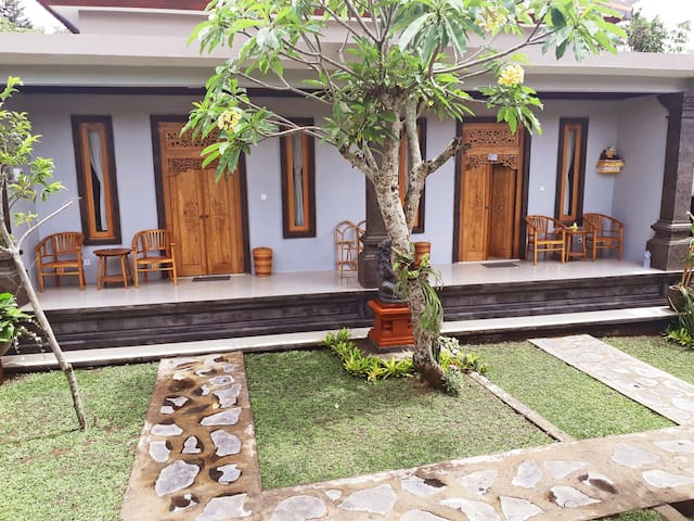 Amanda 2 Bedroom  Guest House, 5 Minutes from Ubud