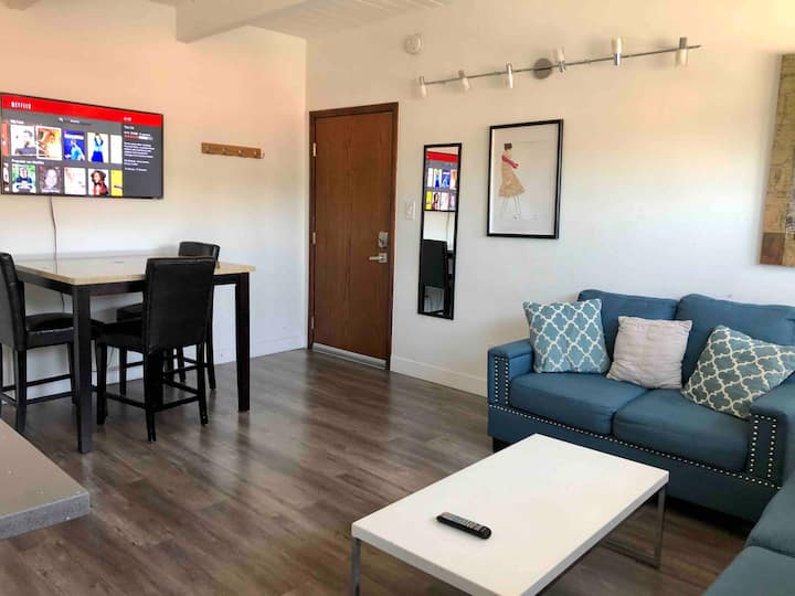 Comfortable 1 Bedroom Hollywood Home.