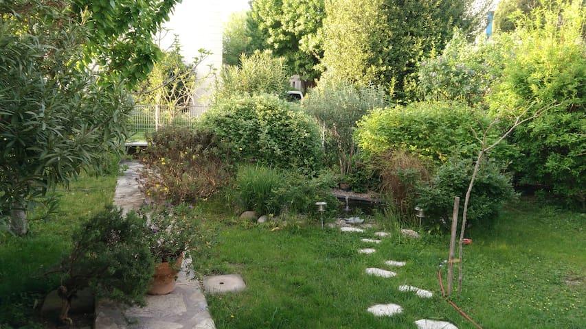 Rez-de-jardin de villa au calme  wifi+clim
