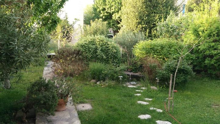 Rez-de-jardin de villa au calme  Piscine Mun.A500m