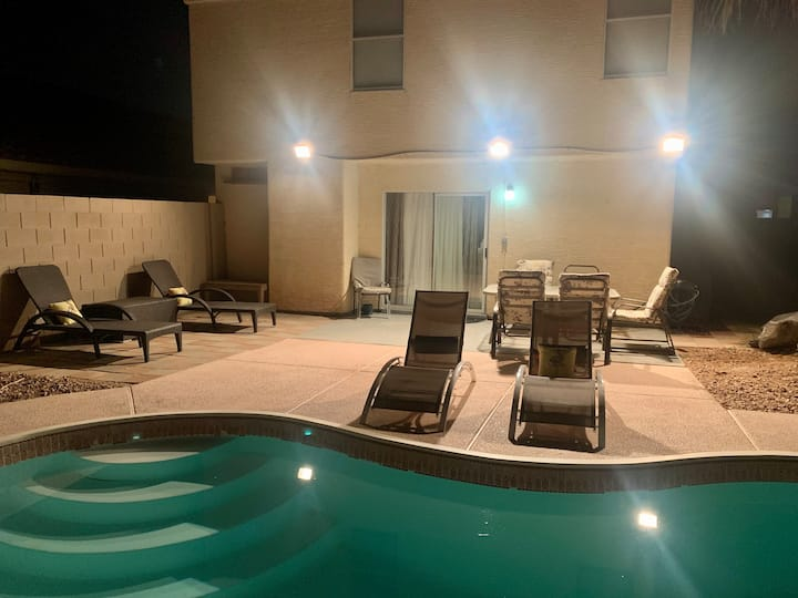 PRIVATE POOL HOME WITHIN 5min TO THE STRIP
