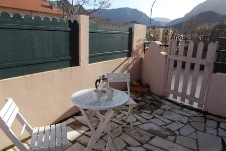 Charming bedsit near Quillan centre - Byt