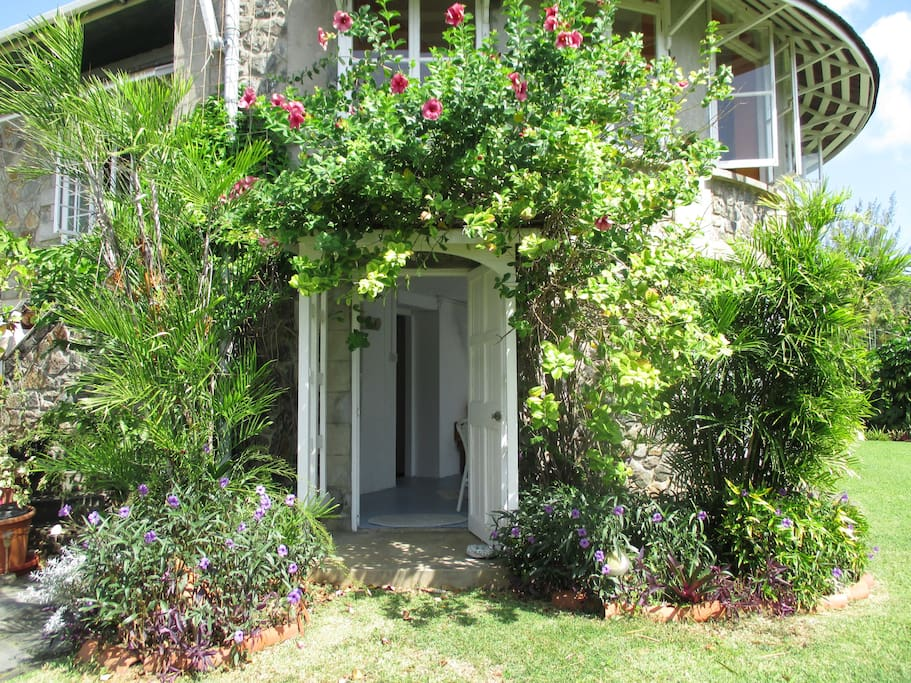 Rose Cottage Garden Flat Apartments For Rent In Villa