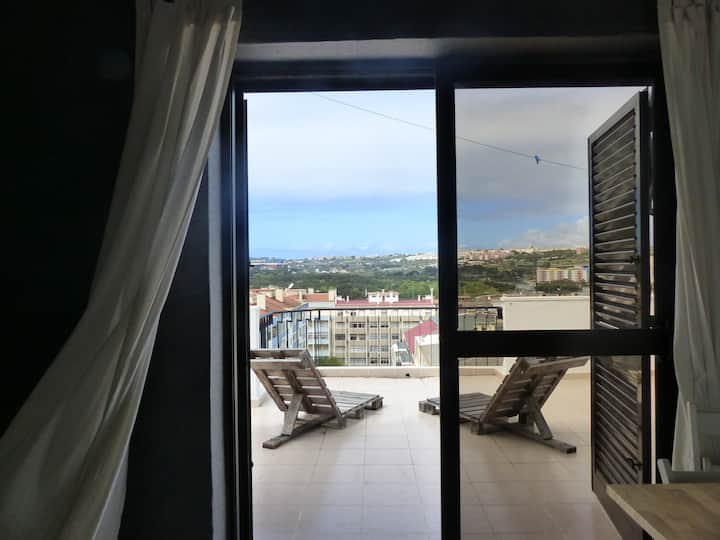Cozy T1 with a big terrace, 18 min to Lisbon