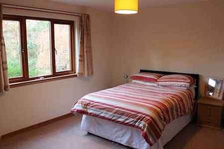 Double en-suite near woodland on the edge of city