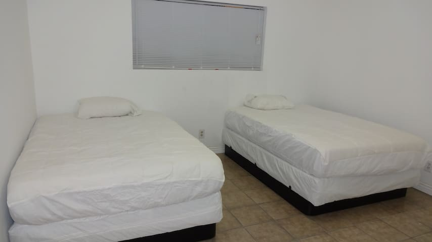 West Hills Guest House-Sunny-Quiet-Lowest Price1 - Los Angeles - Casa