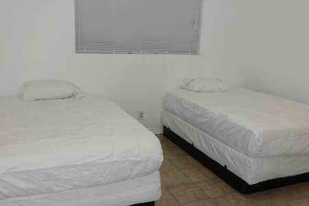 West Hills Guest House-Sunny-Quiet-Lowest Price1 - Los Angeles - Hus