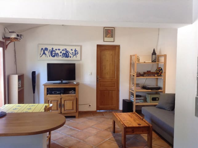 Lovely 45m2 2-roomed apartment with garden & BBQ - Cuers - Apartament