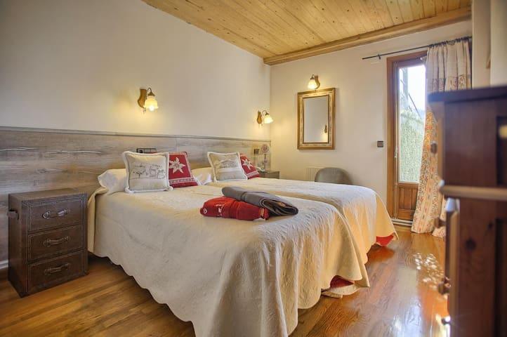 Tu habitación doble con baño,vistas y wifi .
