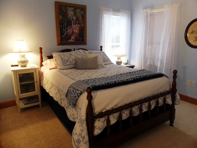 2 miles to I-81 - Private Entry,  Bedroom and Bath