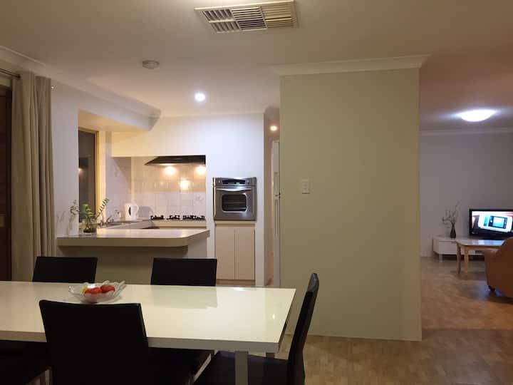 3bedroom house 15 min- airport, 20 min- city