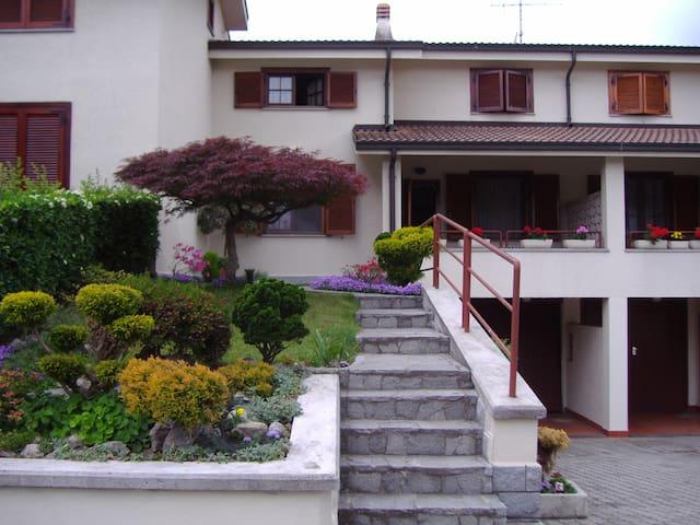 Villetta a schiera con giardini - Ivrea - Casa