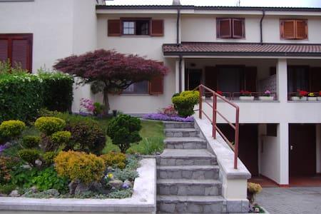 Villetta a schiera con giardini - Ivrea - Haus