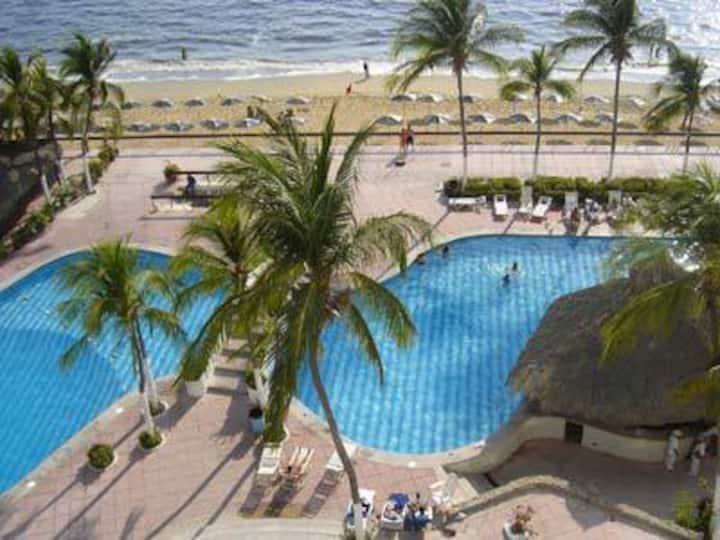 comodo departamento en la playa costera acapulco