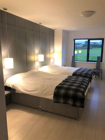 Double bedroom with en suite and two double beds
