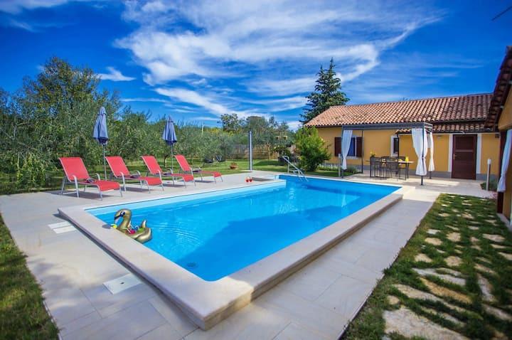 Cozy house Casa Pina with pool