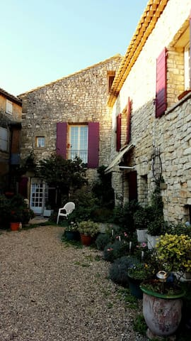 Magnifique Demeure en Pierres - Arpaillargues-et-Aureillac - Talo