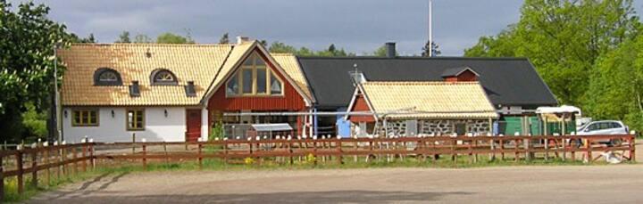 Bo på hästgård i Kullabygden