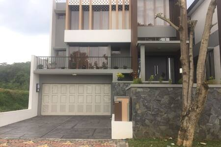 Rumah Villa Bogor di Kaki gunung salak - Bogor Selatan - Villa