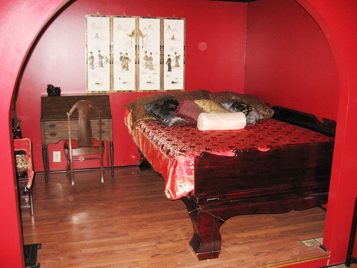 Shady Lady Bed and Breakfast- Asian Room