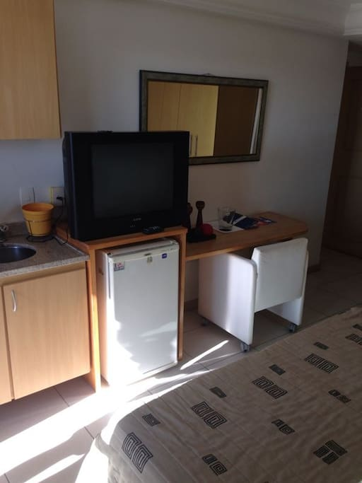 Quarto equipado do TV, frigobar, microondas,