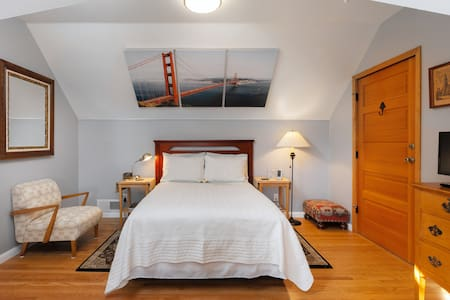 Private Loft and Free Parking in Charming SF Home