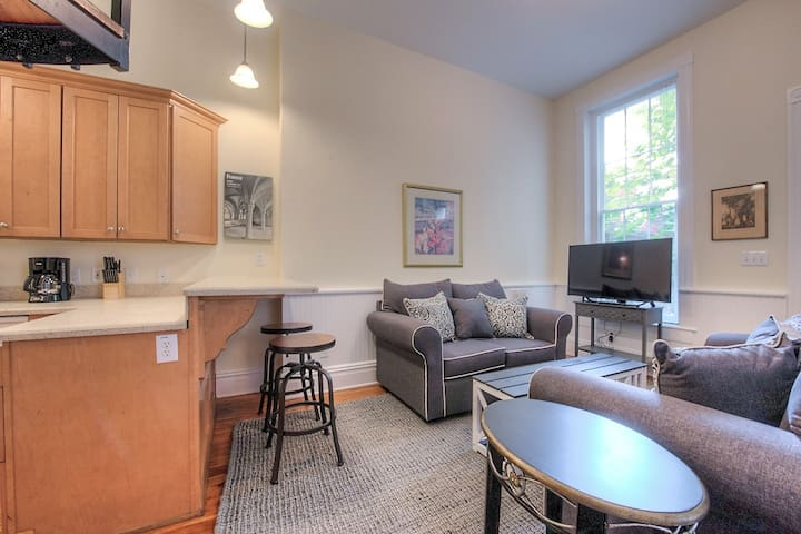 Historic 2 BR Free Park by Jefferson Hotel EM-3