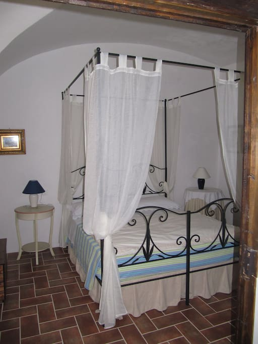 Casa gentilizia del 39 500 b b bed and breakfasts for - Scorpione a letto ...