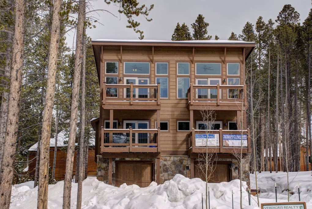 Enjoy full, unimpeded west-facing views of all the four of the peaks of Breckenridge Ski Resort.