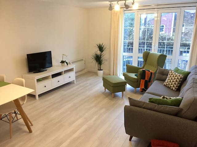 Double room in Bow (Zone 2), 20 min to cntr London