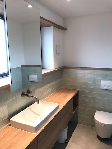 Badezimmer mit viel Stauraum