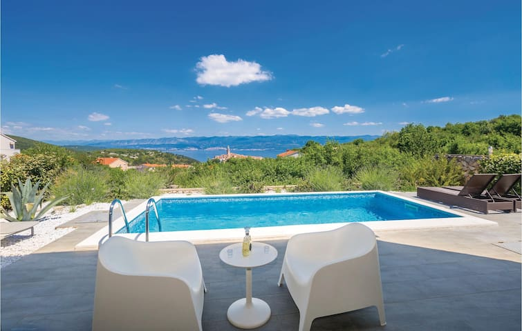 Holiday cottage with 3 bedrooms on 150m² in Vrbnik