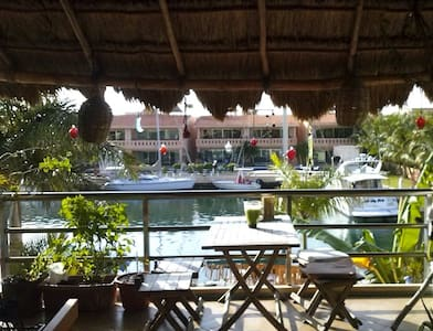 Lovely room in waterfront condo! - Puerto Aventuras - Apartment
