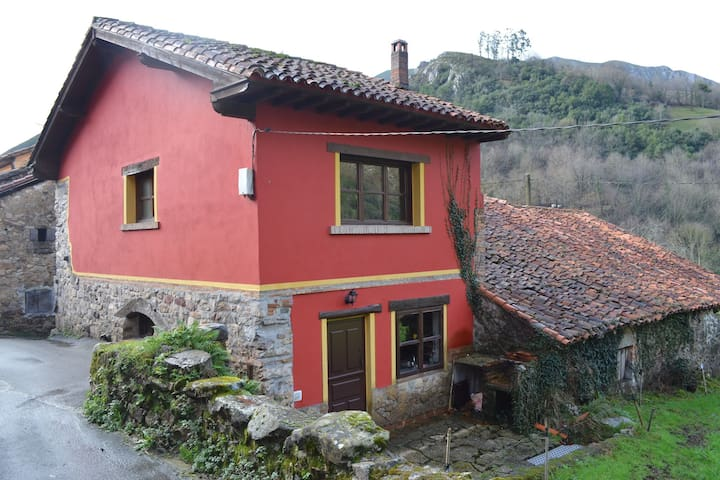 A detached rural holiday house close to the Covadonga National Park