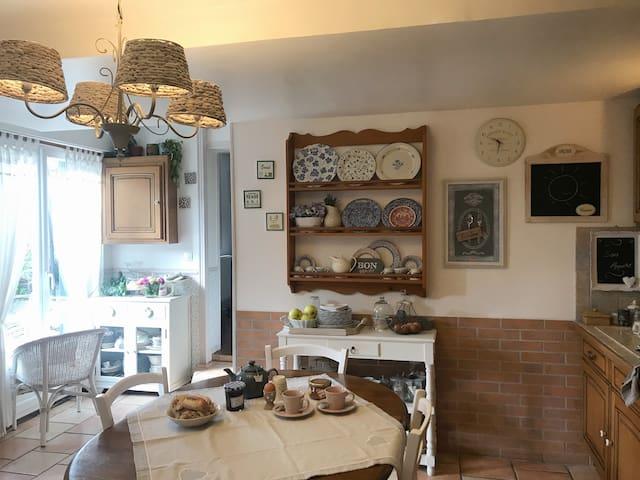 Méru, chambre privée, petit déj. inclus