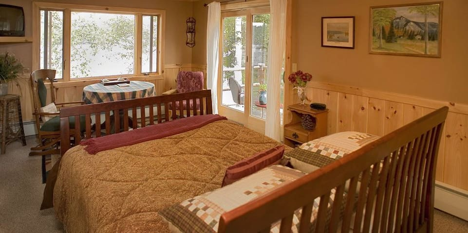 Oversized Suite +Balcony Waterfront Adirondack B&B