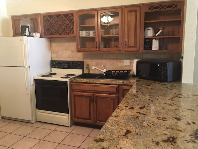 Beach apt, 1 block from the beach - Deerfield Beach - Apartamento