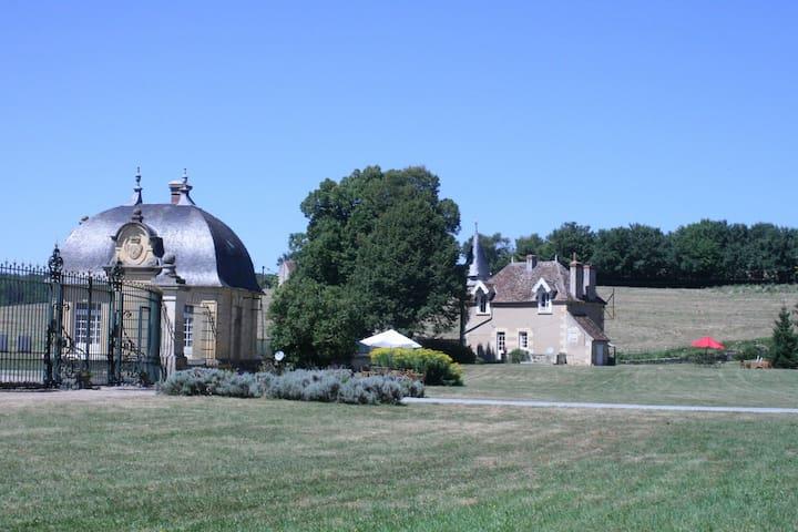 nos gîtes (toute l'année) : la maison des grilles (2 pers) et le pavillon (4 pers)