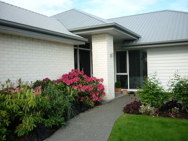 Courtenay - B&B 20 min nth  Christchurch Airport - Kaiapoi - Bed & Breakfast
