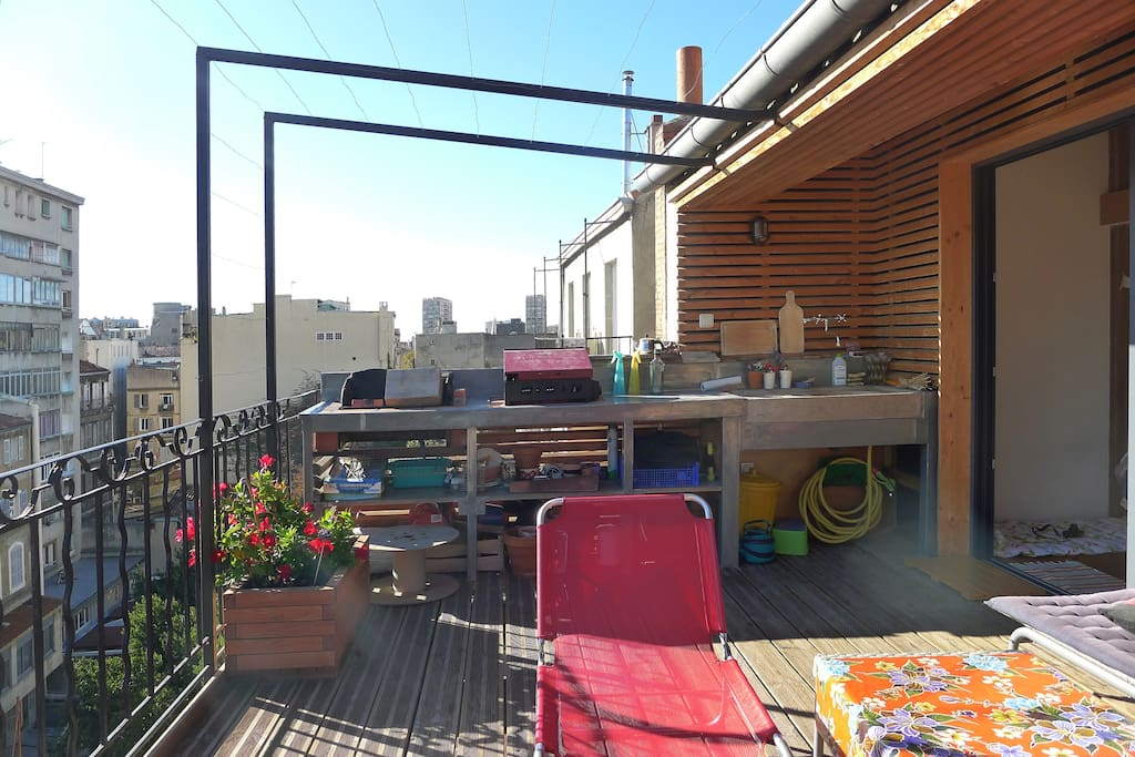Terrasse avec plancha et barbecue