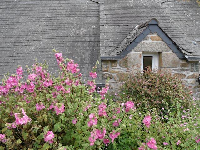 charme et caractère en Finistère - Plomodiern - House