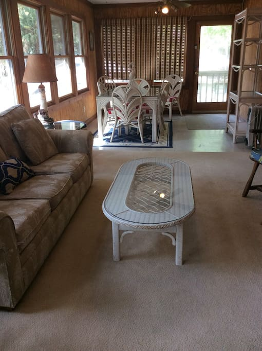 Carolina Porch with TV and dining table for 6