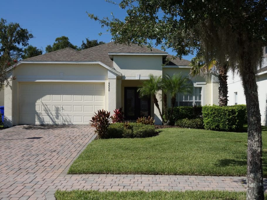 cumbrian lakes 58 villas for rent in kissimmee florida. Black Bedroom Furniture Sets. Home Design Ideas
