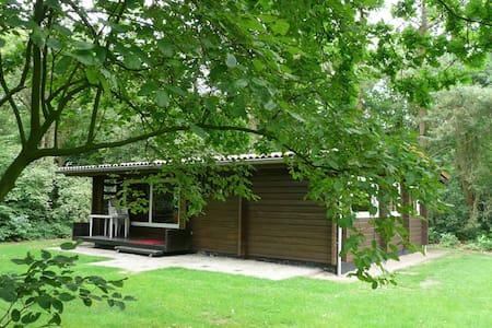 Finse bungalow op Vakantiepark - Mökki