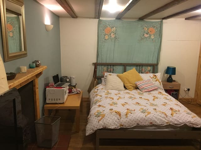 Double bed sitting room in cottage near St Andrews