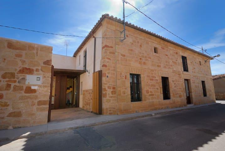Los Moruchos  14 kms Salamanca - Aldearrubia - Ház