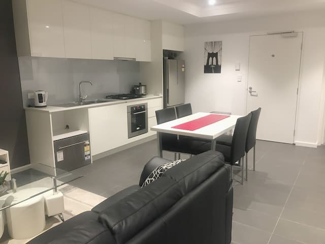Amazing Brand New Apart Near Shopping Center