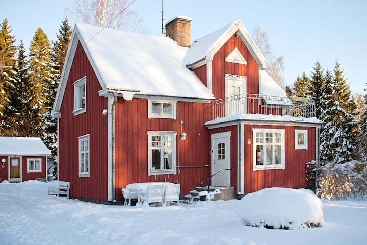 Charming countryside home, cross country skiing!