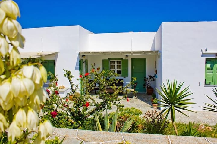 Apartment in Sifnos with garden - Milos
